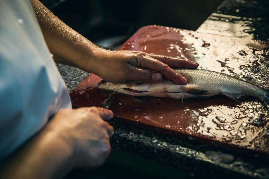 Fvf cooks oven roasted fish freunde von freunden for Freund s fish