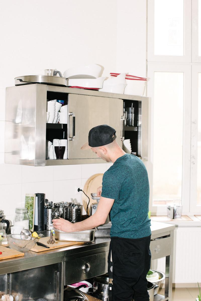 Kochen in einen neuen Start in Berlin mit dem Syrischen Koch Hadi ...