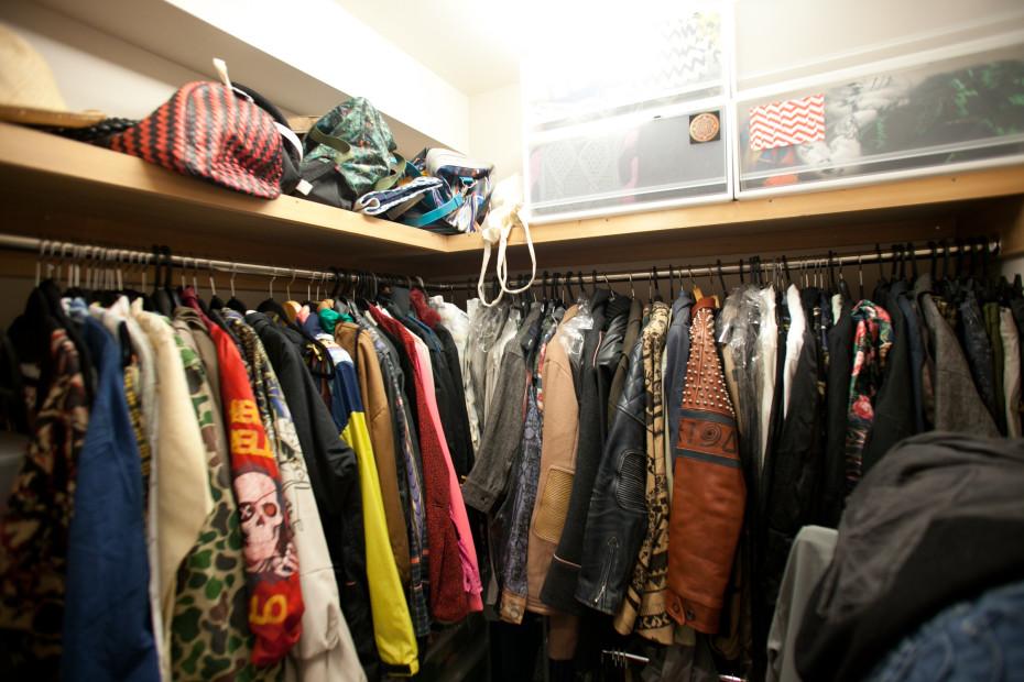 Freunde von Freunden — Akiyoshi Mishima — Artist and Fashion Designer, Apartment, Shibuya, Tokyo — http://www.freundevonfreunden.com/ja/interviews/akiyoshi-mishima/