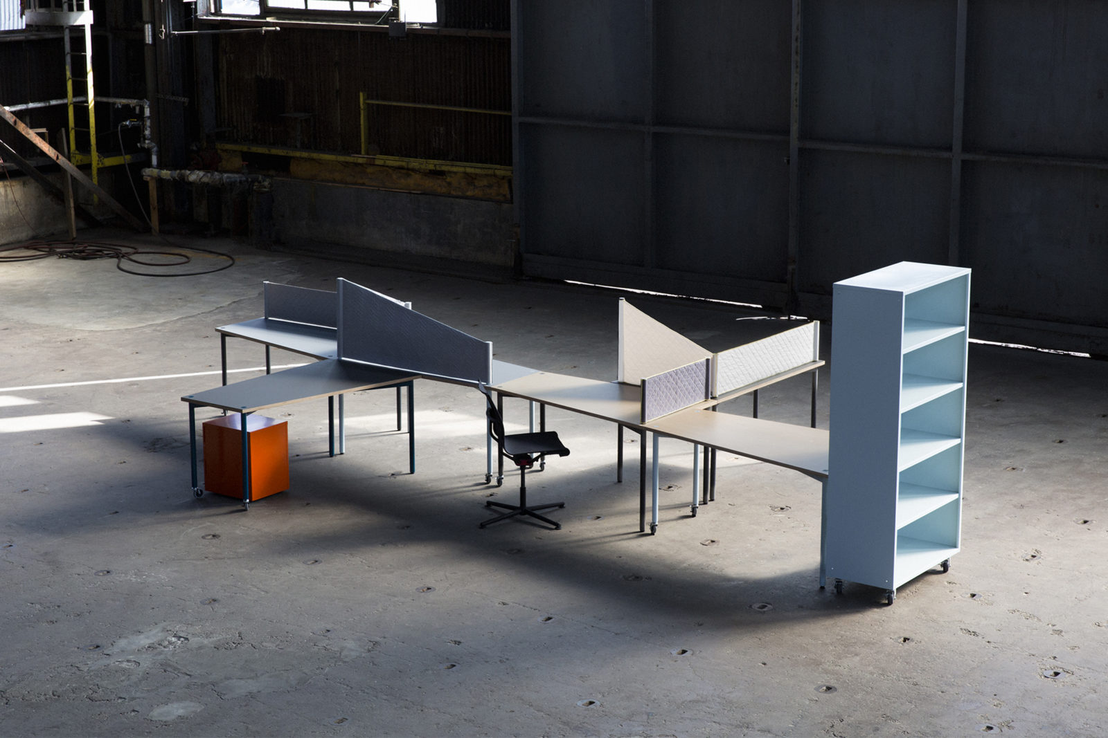 (EN) A perfect square cut in two: Designed to adapt dynamically to individual work styles and needs, the one-meter trapezoidal table system SQUARE, designed for HEARTWORK NY, accommodates the full spectrum of evolving live and work scenarios. Alone or in multiples, SQUARE inspires limitless configurations.