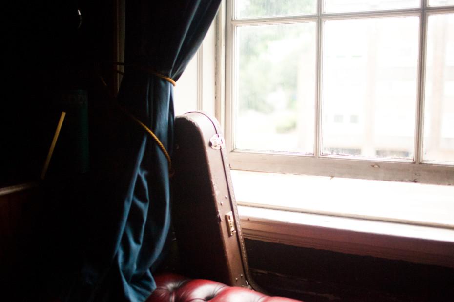 Freunde von Freunden — Bobby Anderson — Apartment, Singer & Songwriter, Home, Hotwells, Bristol — http://www.freundevonfreunden.com/interviews/bobby-anderson/