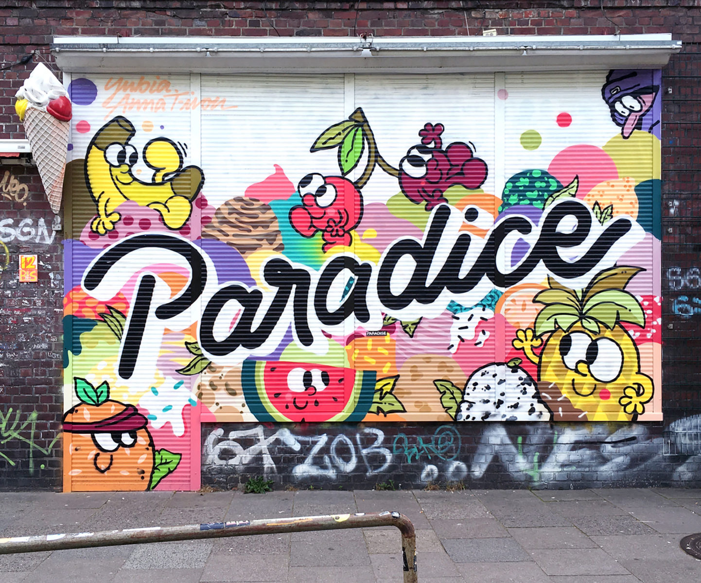 (EN) Beizini Paradice, 2016: Commissioned work on the shutters of an ice cream shop in Hamburg's Sternschanze