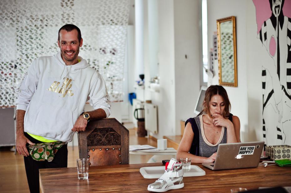 Freunde von Freunden — Feride Uslu & Jan Mihm — Make-Up Artists und Gründer von uslu airlines, Berlin-Mitte — http://www.freundevonfreunden.com/interviews/feride-uslu-und-jan-mihm/