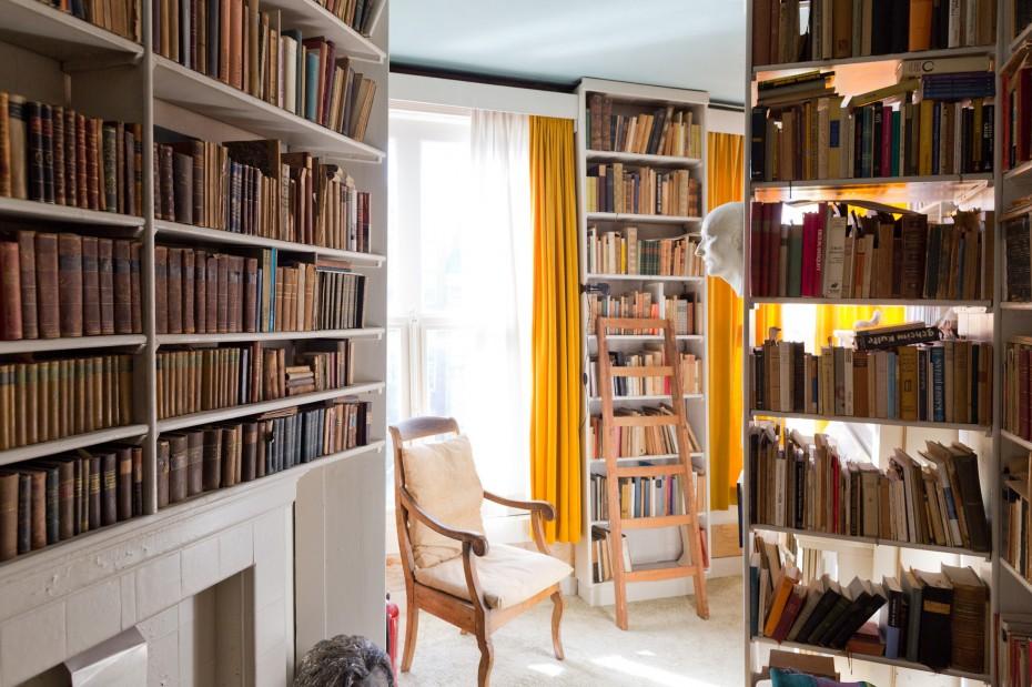 Freunde von Freunden — Gisèle d'Ailly van Waterschoot van der Gracht — Publisher & Artist, Apartment, Amsterdam Centrum — http://www.freundevonfreunden.com/interviews/gisele-dailly-van-waterschoot-van-der-gracht/