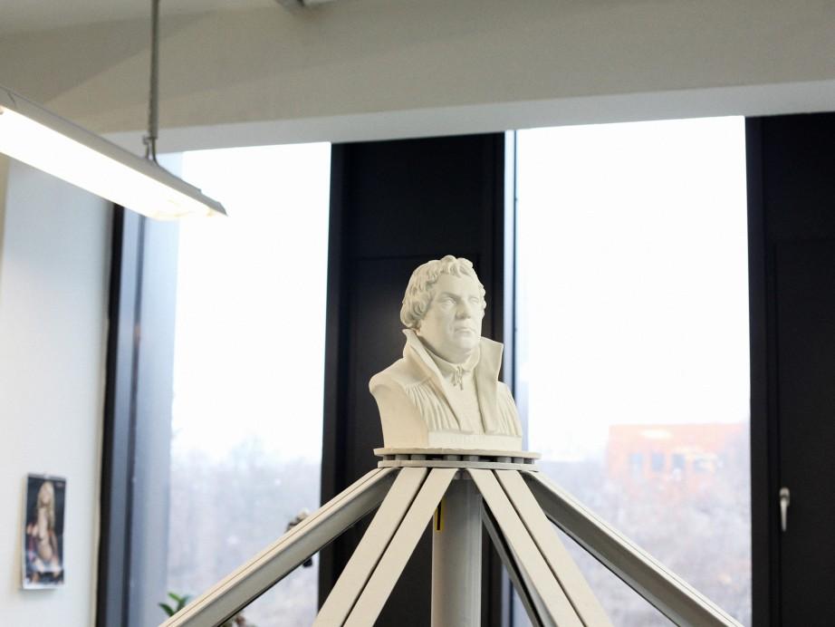 Freunde von Freunden — Jörg Woltmann – KPM — ,  — http://www.freundevonfreunden.com/workplaces/joerg-woltmann-kpm/