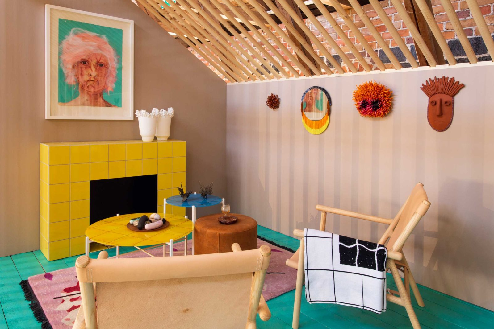 Fiskars Summer House Exhibition, which presented nine rooms inspired the summer life of artists. Kuitunen designed a fireplace room with Hakola inspired by artist Rauha Mäkilä.