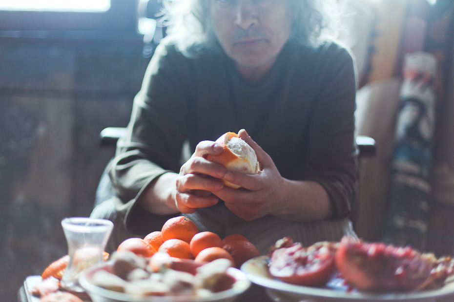 Freunde von Freunden — Melih Özuysal — Artist, Apartment, Istanbul-Ortaköy — http://www.freundevonfreunden.com/tr/interviews/melih-ozuysal/