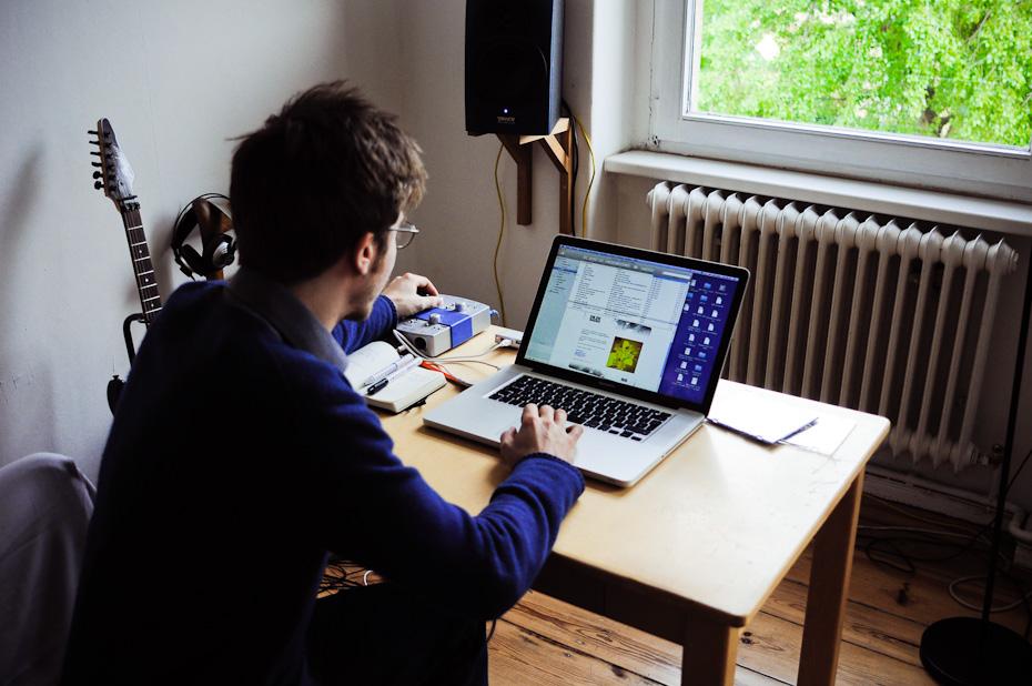 Freunde von Freunden — Paul Frick — Komponist und Musiker, Apartment, Berlin-Kreuzberg — http://www.freundevonfreunden.com/interviews/paul-frick/