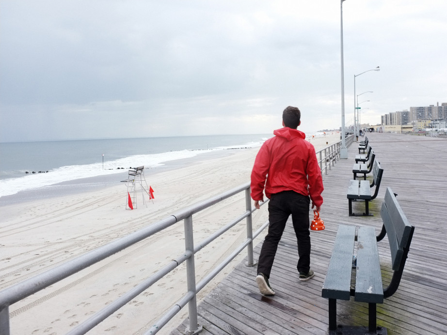Freunde von Freunden — Sam Fleischner — Film Director, Apartment, Brooklyn & Rockaway Beach, New York  — http://www.freundevonfreunden.com/interviews/sam-fleischner/