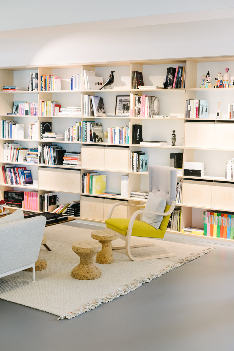 Library zone for meeting or relaxing