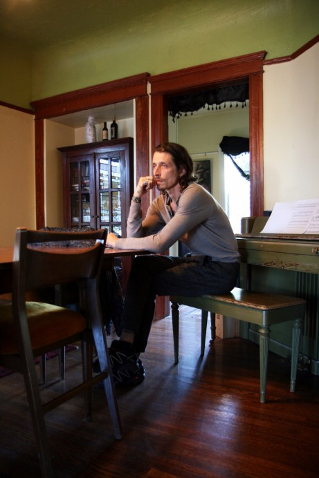 Freunde von Freunden — Stéphane Olivier — Model, Apartment, Echo Park, Los Angeles  — http://www.freundevonfreunden.com/interviews/stephane-olivier/
